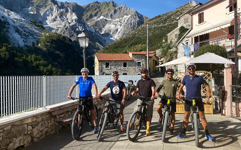 cave di marmo in bicicletta e-bike